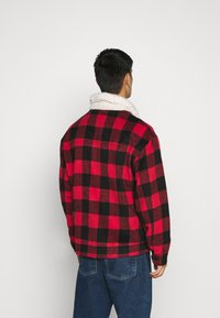 Mennace - CHECK COLLAR WESTERN - Tunn jacka - red - 2