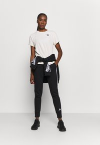 Under Armour - PROJECT ROCK - Print T-shirt - summit white - 1
