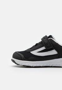 Viking - KNAPPER UNISEX - Hiking shoes - black - 5