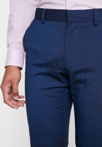 Isaac Dewhirst - FASHION SUIT - Jakkesæt - blue - 6