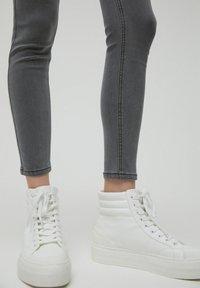 PULL&BEAR - SKINNY - Jeans Skinny Fit - dark grey - 6