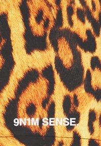 9N1M SENSE - SPECIAL PIECES UNISEX - Shorts - black/brown - 2