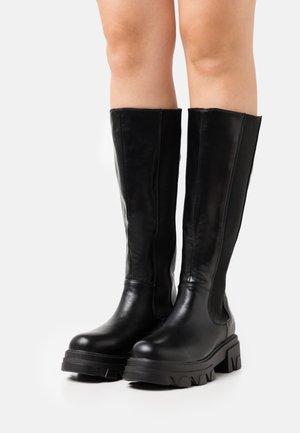 MIRAKLE - Platåstøvler - black
