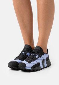 Reebok Classic - COLLINA STRADA X REEBOK CL LEGACY - Trainers - core black/lilac glow/footwear white - 0