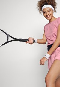 Nike Performance - Jednoduché triko - elemental pink/white - 3
