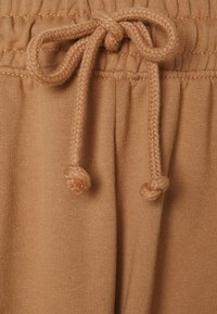 Missguided - OVERSIZED JOGGER - Tracksuit bottoms - camel - 2