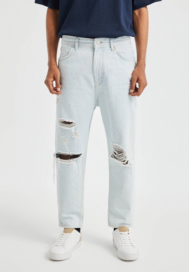PULL&BEAR - JEANS IM RELAXED-FIT - Slim fit jeans - light-blue denim