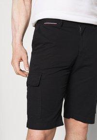 Tommy Hilfiger - JOHN CARGO - Shorts - black - 4