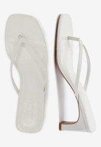 Next - Sandály s odděleným palcem - white - 2