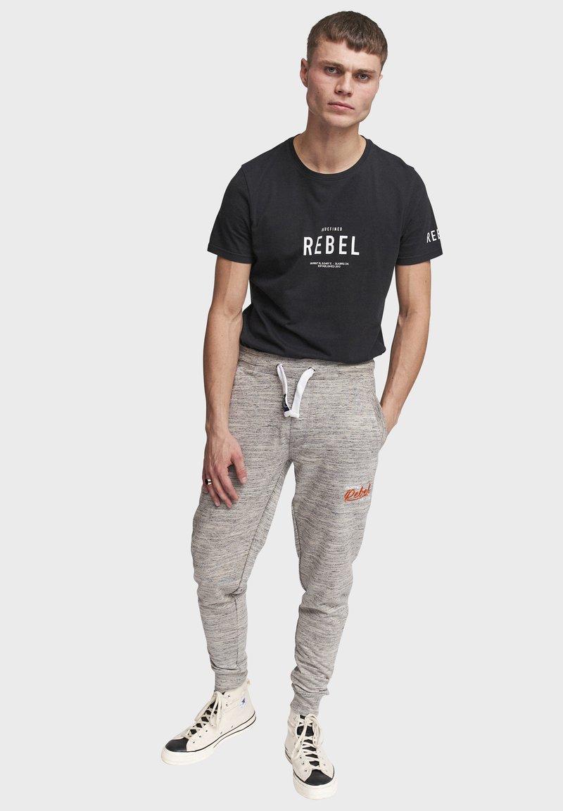 Redefined Rebel - PATRICK - Tracksuit bottoms - mid grey melange