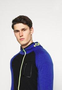 Mons Royale - TRAVERSE FULL ZIP HOOD - Training jacket - ultra blue/black - 5