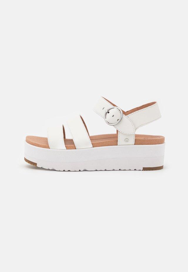 LEEDAH - Sandales à plateforme - white