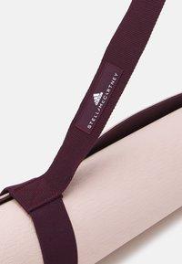 adidas by Stella McCartney - ASMC YOGA MAT - Fitness/jóga - pearl rose/maroon - 3