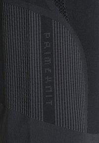 adidas Performance - PRIMEKNIT TEE W - T-shirt z nadrukiem - black/dgsogr - 2