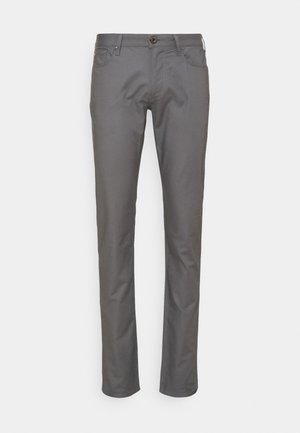 POCKETS PANT - Chinot - dark grey