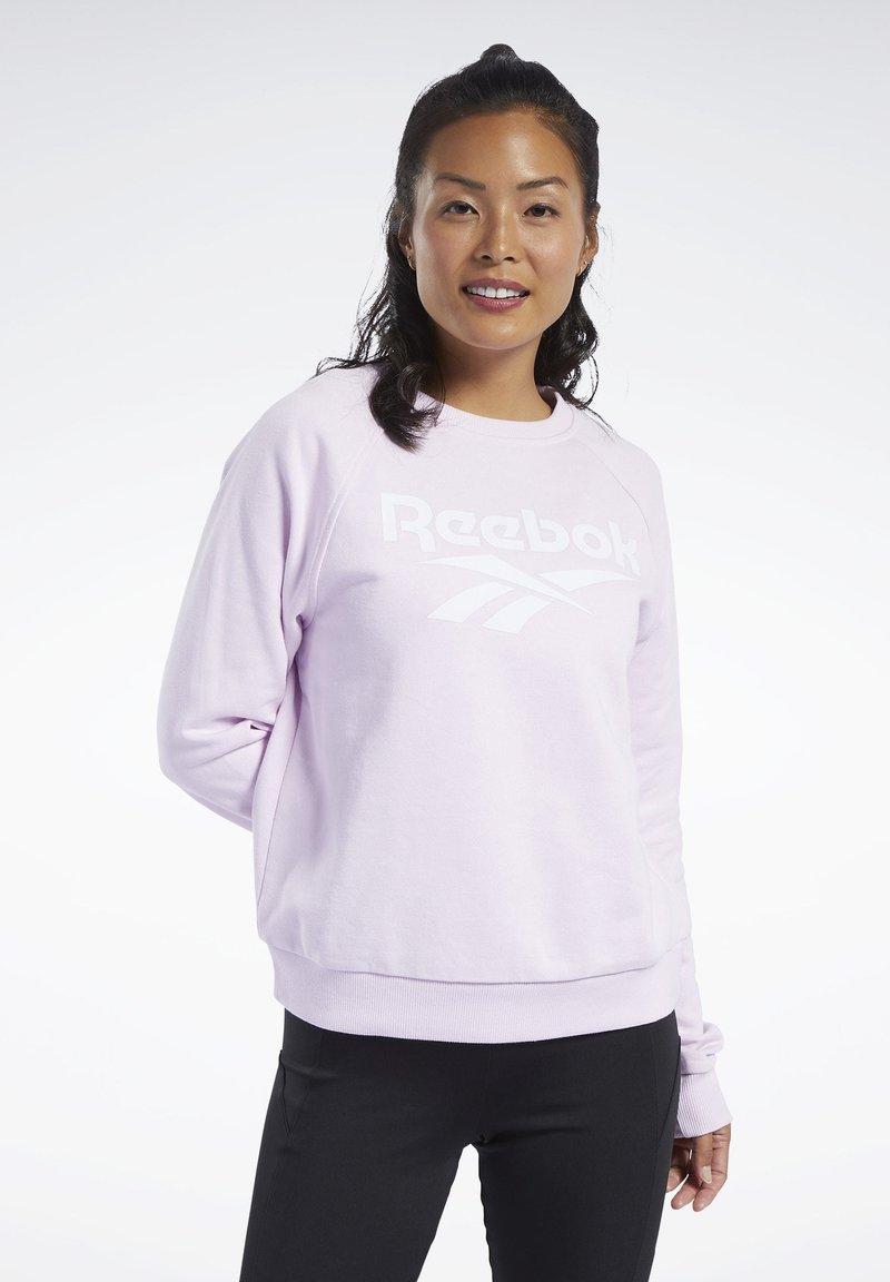Reebok Classic - CLASSICS VECTOR CREW SWEATSHIRT - Bluza - pixel pink