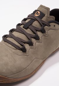 Merrell - VAPOR GLOVE LUNA - Zapatillas running neutras - dusty olive - 5