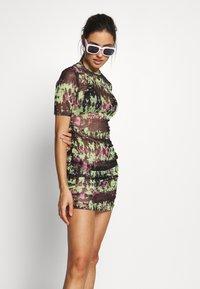 Missguided - RUCHE SIDE DRESS - Doplňky na pláž - black - 1