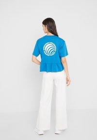 Opening Ceremony - RUFFLE PEPLUM TEE - Print T-shirt - cobalt blue - 2
