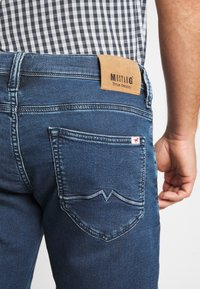 Mustang - CHICAGO  - Denim shorts - denim blue - 5