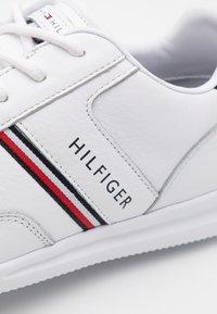 Tommy Hilfiger - LIGHTWEIGHT - Trainers - white - 5