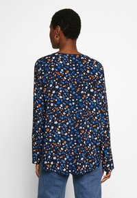 Marc O'Polo - CREW NECK LONG SLEEVED SPECIAL SIDE SEAM PRINTED - Blusa - multi/night sky - 2