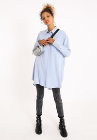 Pimkie - OVERSIZE - Button-down blouse - blau