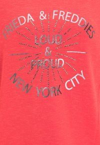 Frieda & Freddies - SWEATSHIRT MIT GLANZDETAILS - Sweatshirt - cherry red - 2