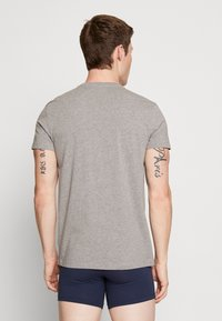 Levi's® - MEN V-NECK 2 PACK - Undershirt - middle grey melange - 2