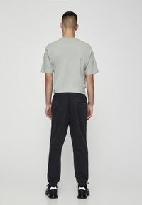 PULL&BEAR - MIT STRETCHBUND  - Jeans Tapered Fit - mottled dark grey - 2