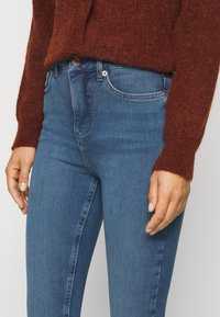 New Look Petite - CONTOUR - Jeans Skinny Fit - mid blue - 3