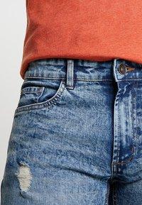 Redefined Rebel - OSLO DESTROY - Denim shorts - frozen blue - 3