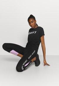 DKNY - EXPLODED LOGO BOXY TEE - Print T-shirt - black - 1