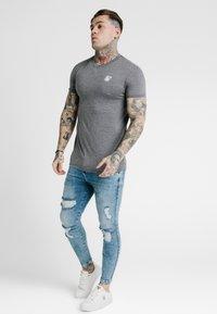 SIKSILK - STRAIGHT GYM TEE - T-shirt basic - grey - 1