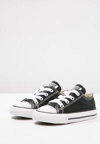 Converse - CHUCK TAYLOR ALL STAR CORE - Sneakersy niskie - black - 2