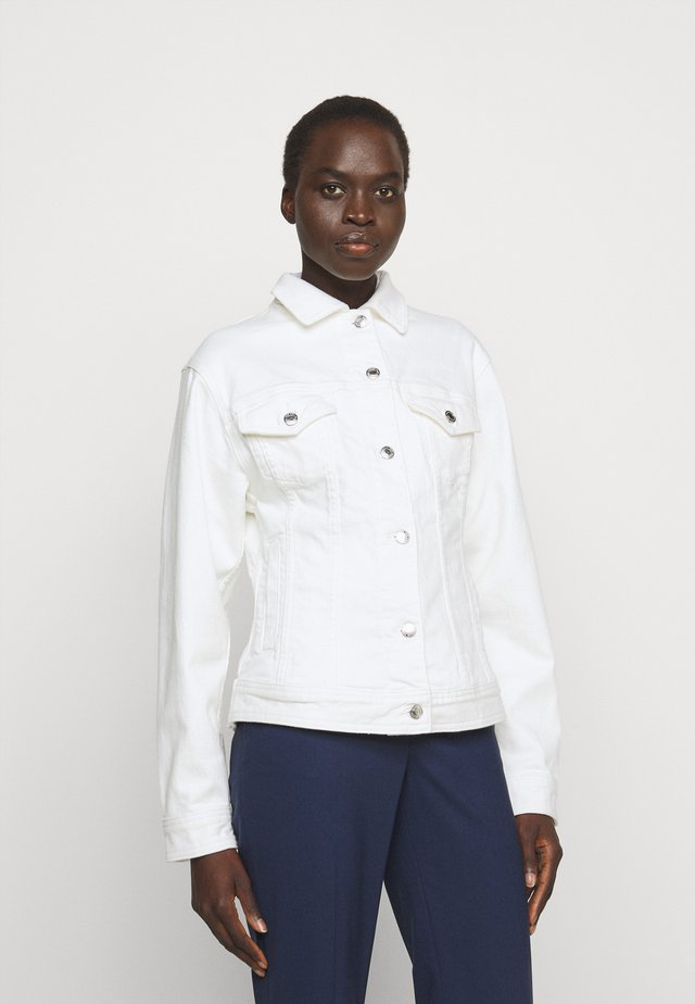 FITTED JACKET - Chaqueta vaquera - white