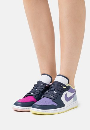 AIR 1 SE - Sneakersy niskie - thunder blue/white/healing orange/cactus flower/pink glaze