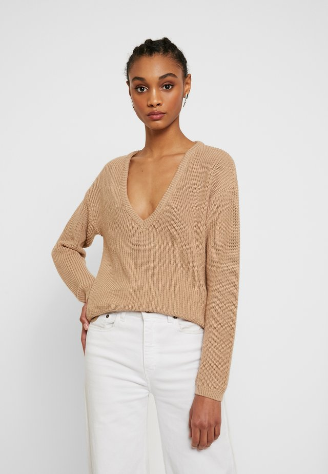 DEEP FRONT V NECK - Jumper - beige