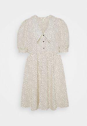 OBJNOUR DRESS - Košilové šaty - sandshell