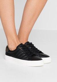 Calvin Klein - VANCE - Sneakersy niskie - black/brown - 0