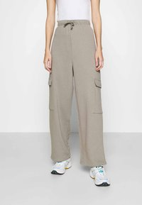 Topshop - SLOUCH UTILITY JOGGER - Tracksuit bottoms - taupe - 0