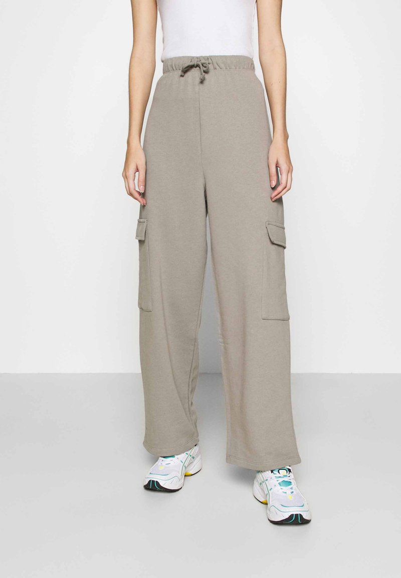 Topshop - SLOUCH UTILITY JOGGER - Tracksuit bottoms - taupe