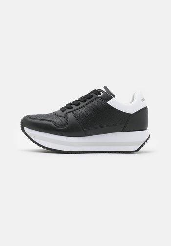 RUNNER FLATFORM LACEUP  - Trainers - black