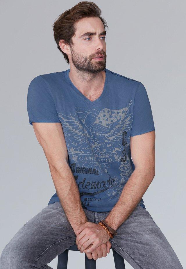 MIT VINTAGE PRINT - Print T-shirt - sky blue