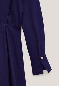 Massimo Dutti - MIT ZIERKNÖPFEN  - Jumper dress - dark purple - 6