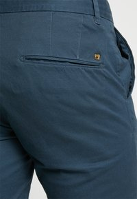 Scotch & Soda - MOTT - Chino - steel - 5