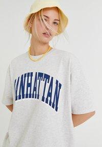 PULL&BEAR - Print T-shirt - light grey - 2