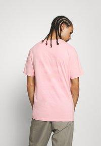 AllSaints - TONAL BRACKET CREW - Print T-shirt - washed puty/opal pink - 2