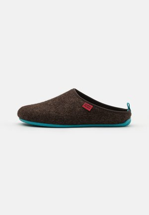 DYNAMIC UNISEX - Slippers - brown/blue