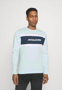Jack & Jones - JJSHAKE CREW NECK - Sweatshirt - bleached aqua - 0